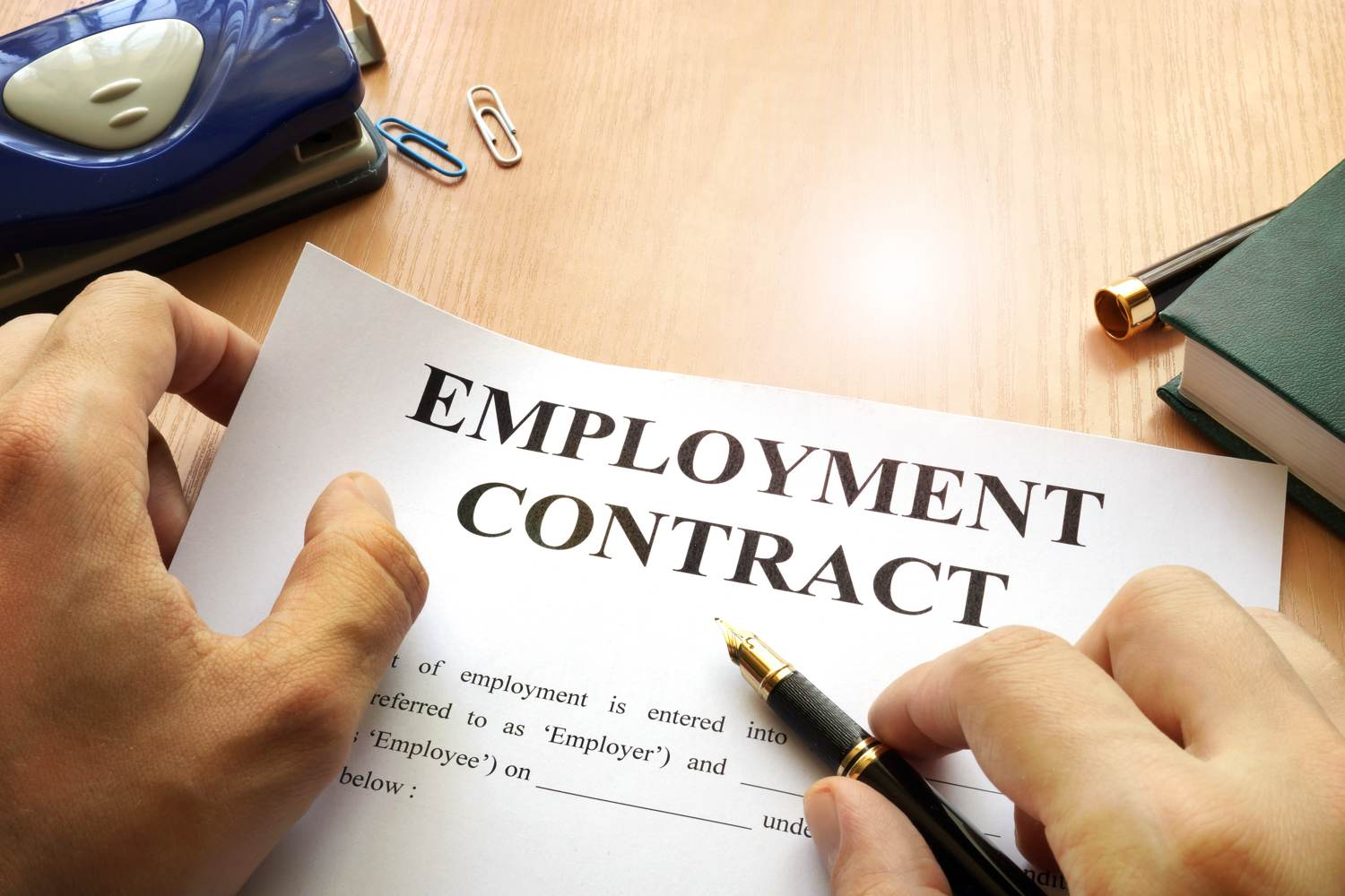 shu-Employment law-Contract-653550127-designer491-1500x1000